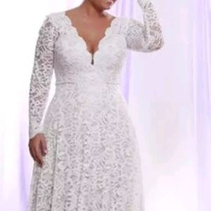 Dresses & Skirts - Long detachable sleeves lace gown